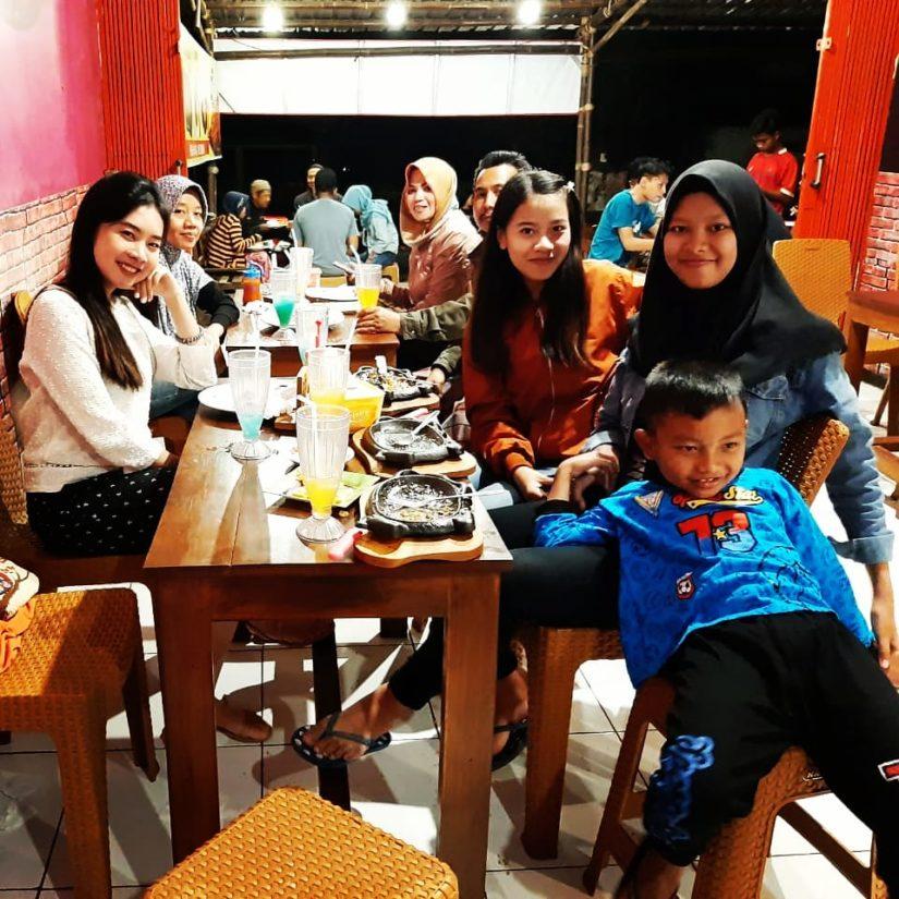 Cari Berkah, Ibu Hamil Boleh Makan Ayam Geprek JFC Gratis!