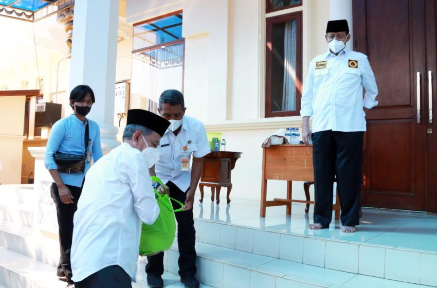 Gubernur WH Lepas 10 Ribu Bantuan Paket Sembako