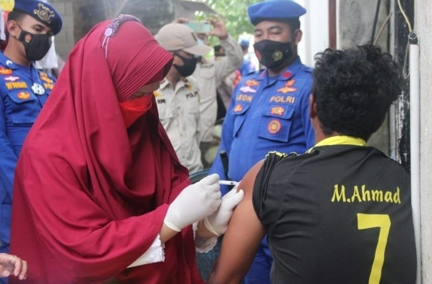 Vaksinasi Door to Door Polres Kepulauan Seribu Sasar Warga Yang Belum Vaksin Dosis Pertama
