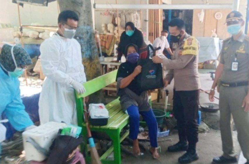 Polsek Kep Seribu Selatan Terus Edukasi Warga Untuk Ikut Vaksin