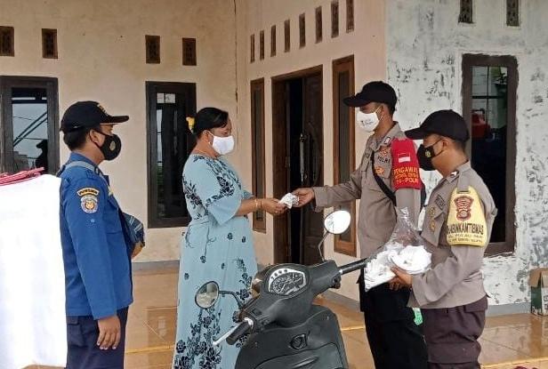 Polres Kep Seribu Bagikan Ribuan Masker