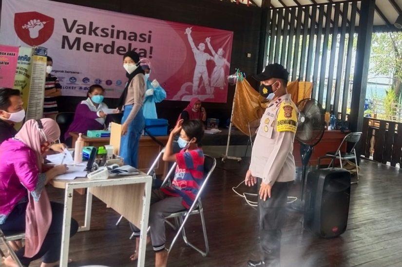Pelaksanaan vaksinasi nasional dipercepat di Kepulauan Seribu. (Foto: Amin Hidayat)