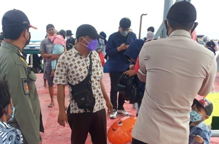 14 Pelanggar ProKes disanksi Oleh Ops Yustisi Gabungan Polsek Kep Seribu Selatan